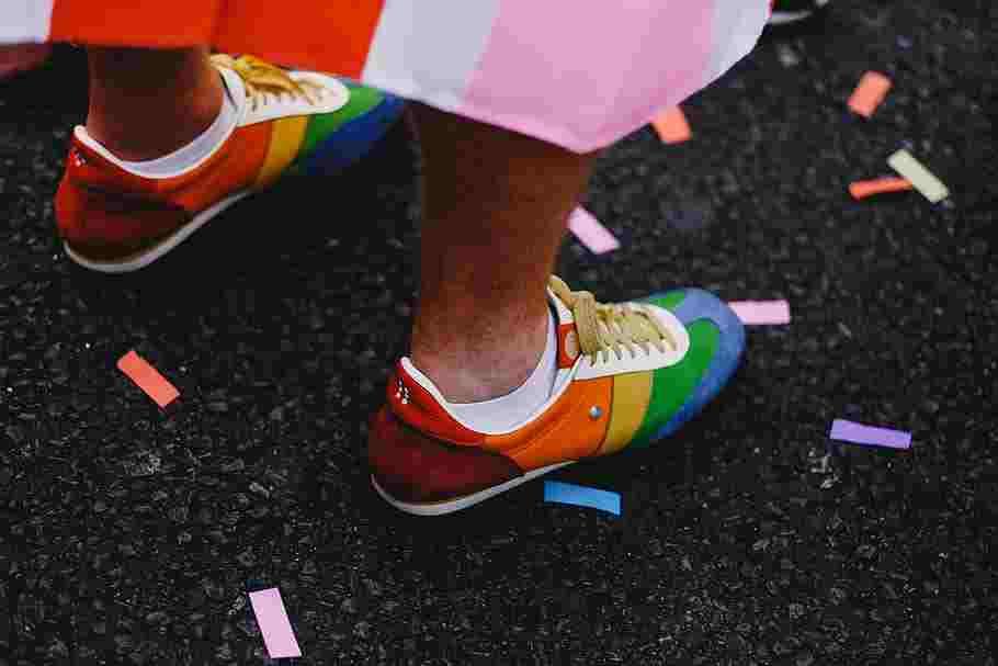 acrylic paint on shoes hack shoe-feet-confetti-rainbow